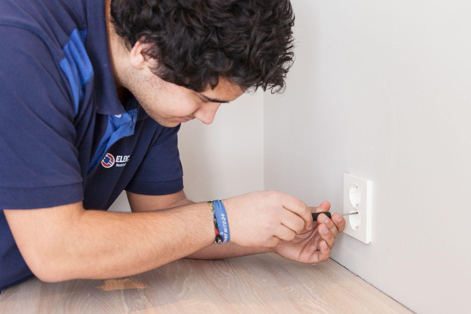 Elektris elektriker på dagen